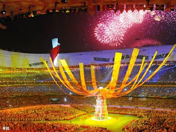 2008年8月の北京五輪はその直後に起こった金融危機とともに、中国が強国にのし上がる契機となった(同年8月24日の五輪の閉会式会場)