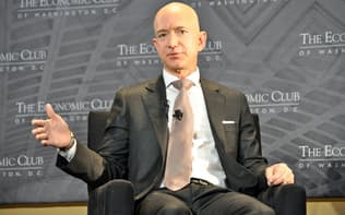 ワシントンで講演するアマゾンのジェフ・ベゾスCEO
