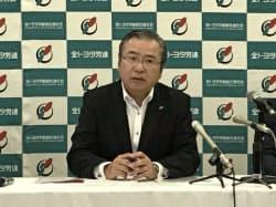 全トヨタ労働組合連合会は定期大会を開き、鶴岡光行会長が記者会見した(14日、盛岡市)