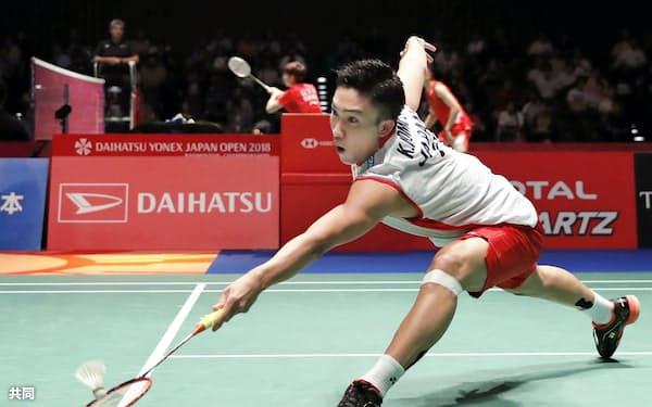 男子シングルス準々決勝で中国選手に快勝した桃田賢斗(14日、武蔵野の森総合スポーツプラザ)=共同