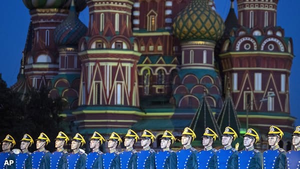 ロシアが小幅利上げ 3年9カ月ぶり 通貨防衛狙う