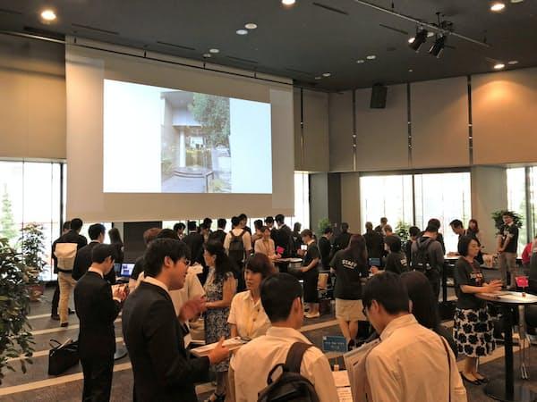 東京中小企業家同友会は説明会をカフェスタイルにして気軽な雰囲気を演出する