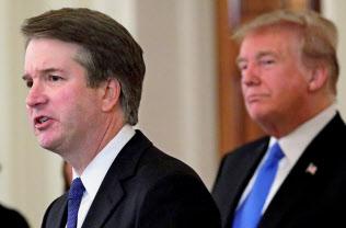 トランプ米大統領はカバノー氏(左)を「特別な人物だ」と評価する(7月、ワシントン)=ロイター
