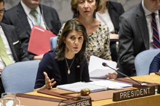 17日、国連安全保障理事会でロシアを非難する米国のヘイリー国連大使(ニューヨークの国連本部)=国連提供