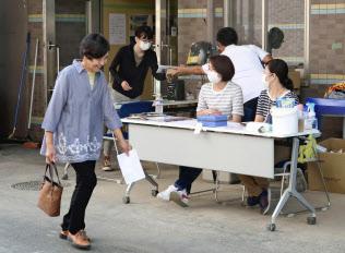 院内での外来診療を再開した「まび記念病院」(18日午前、岡山県倉敷市真備町地区)=共同