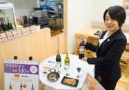 スパークリングワイン、白ワイン、赤ワインなど全3種をグラス1杯100円で提供する(東京・千代田)