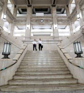 大阪府庁本館は現役の本庁舎としては都道府県で最も古い