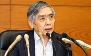 記者会見する日銀の黒田総裁(19日午後、日銀本店)