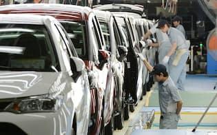 トヨタ自動車東日本宮城大衡工場の生産ライン(7月、宮城県大衡村)