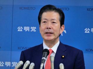 公明党代表選に立候補して記者会見する山口代表(19日、東京・新宿)