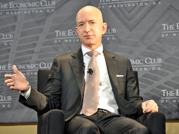ワシントンで講演したアマゾンのジェフ・ベゾスCEO(13日、ワシントン)