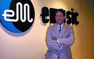 「eミュージック」を始めたロバート・コーン弁護士(1999年12月、米西海岸で)