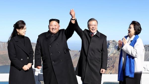 南北首脳、白頭山を訪問 北朝鮮の「聖地」