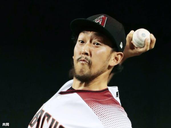 カブス戦の8回、今季73試合目の登板を果たし、日本人メジャー投手のシーズン最多登板記録に並んだダイヤモンドバックス・平野(19日、フェニックス)=共同