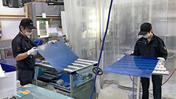 レニアス 高強度樹脂製「窓」で建機市場攻める