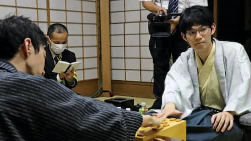 斎藤七段が連勝で初タイトルに王手 将棋王座戦第2局