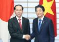 5月に来日し安倍首相と会談したチャン・ダイ・クアン国家主席(左)(5月31日、首相官邸)