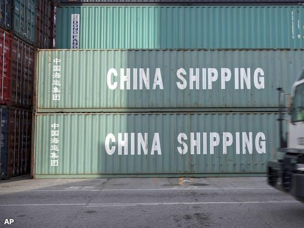 米中貿易戦争は世界経済に暗い影を落とす=AP