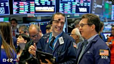 貿易戦争下の米株最高値 リーマンOBの警告届くか