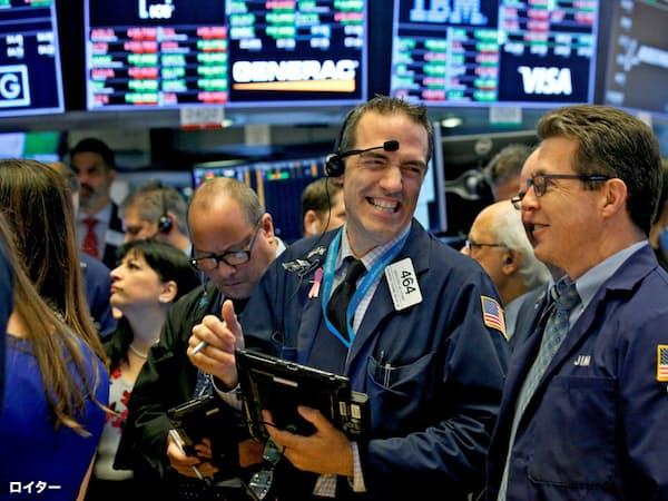 最高値更新に沸くニューヨーク証券取引所(20日)=ロイター