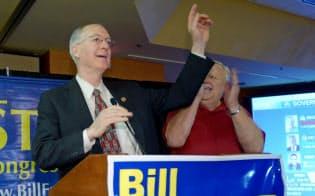 物理学者のビル・フォスター下院議員(左)は米連邦議会で自然科学分野の経歴を持つ数少ない議員だ=AP