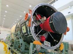 H2Bロケットの第2段機体部分(7月、愛知県飛島村の飛島工場)