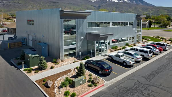 ポラテクノ、無機偏光板の性能向上へ 米工場に新規投資