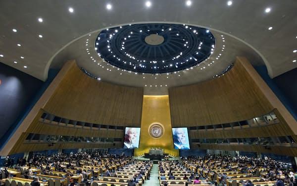 21日、国連総会議場でアナン元事務総長の追悼式が催された(ニューヨークの国連本部)=国連提供