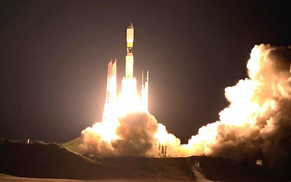 無人輸送機「こうのとり」7号機を載せた基幹ロケット「H2B」7号機を打ち上げた(23日、鹿児島県の種子島宇宙センター)