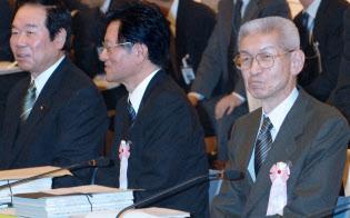 政府税制調査会会長時代の香西氏(右)