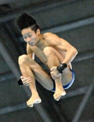 男子高飛び込みで初優勝した大久保柊(23日、東京辰巳国際水泳場)=共同