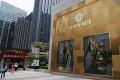 米投資会社がヴェルサーチへ売却を促していたとされる(中国の店舗)=ロイター