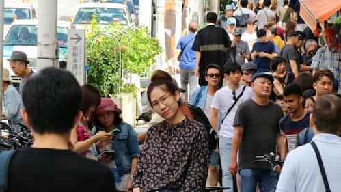 訪日客に沸く沖縄、若者の失業なお ミスマッチ課題