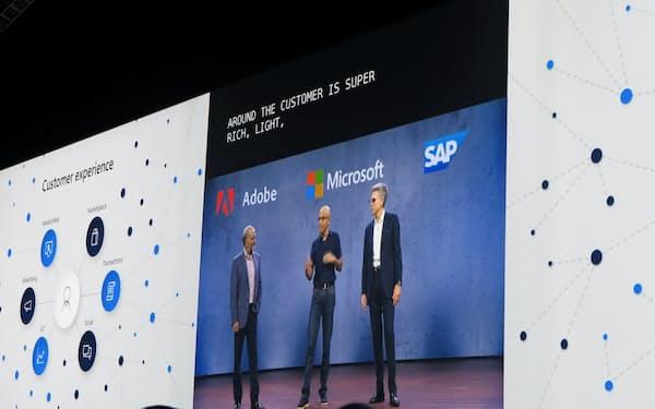 マイクロソフト、アドビ、SAPの3社はデータ分析での提携すると発表した(24日、フロリダ州オーランド)