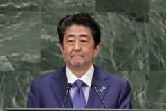 国連で演説する安倍首相(25日、ニューヨーク)=AP