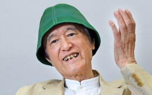 1934年京都府生まれ。67年から20年以上にわたり、NHK教育テレビで放送された「なにしてあそぼう」「できるかな」でノッポさんを演じる。児童書の作者や歌手としても活躍している。