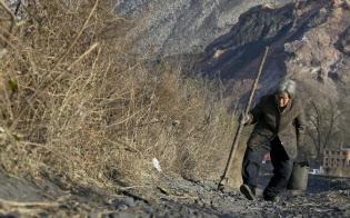 高齢化の進展で、誰が年を取った親の面倒を見るかが問題になっている(黒竜江省で、写真は本文と関係ありません)=ロイター