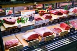さしとよばれる脂肪分がきれいに広がった神戸牛は店頭でも高値