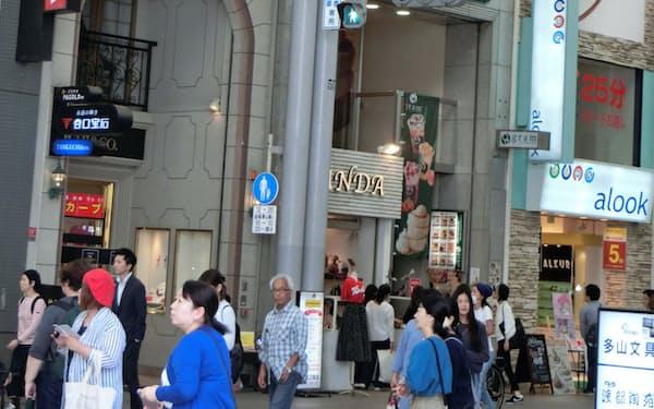 広島市の中心街に飾られた垂れ幕