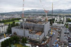 建設工事が進む山形大学医学部の「東日本重粒子センター」(山形市)