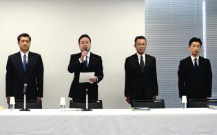 金花芳則社長((左)から2人目)らが再発防止策などを発表した(神戸市)