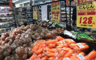 北海道地震による物流の乱れは解消したが、野菜の価格は高いままだ(コモディイイダ江戸川橋店=東京・文京)