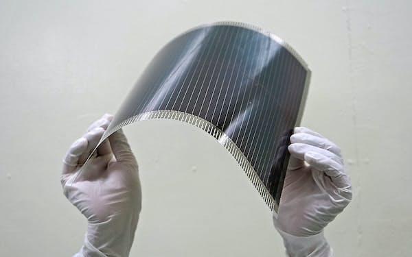 東芝は6月、世界最大の面積を持つペロブスカイト太陽電池を開発した