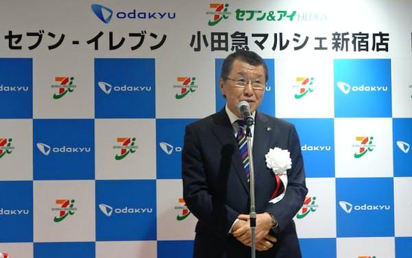 セブン&アイは小田急線の駅構内などに1年でコンビニ60店を出店する(セブン―イレブン・ジャパンの古屋一樹社長)