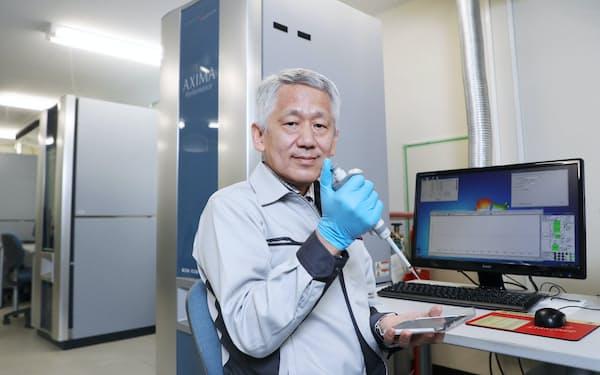 2002年にノーベル化学賞を受賞した島津製作所の田中耕一氏