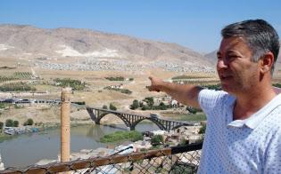 水没後の移転先を「魂のない場所」と呼ぶムラット・テキンさん(9月、トルコ南東部バトマン県ハサンケイフ)