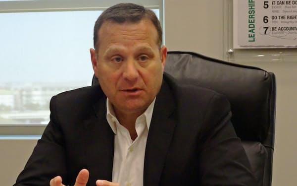 ジョセフ・デピント社長は「宅配では消費者の近くにあるコンビニが優位」と話す