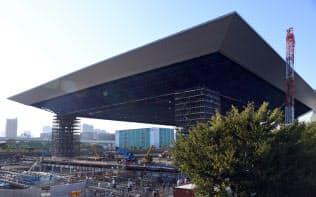 建設が進むオリンピックアクアティクスセンター(東京都江東区)