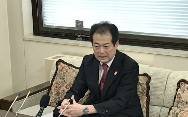 3期目出馬への意気込みを語る野志市長(3日、松山市)