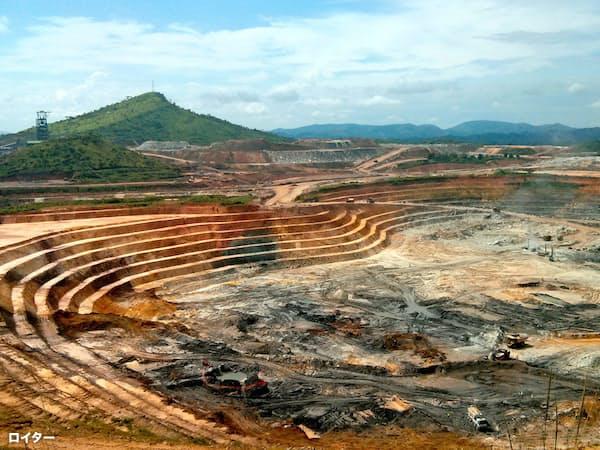 合併の動きが加速する可能性がある(ランドゴールドの金鉱山)=ロイター